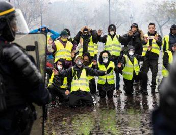 """De gula västarna: """"Periferins folk"""" gör uppror"""