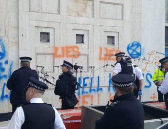 Massgripanden av klimatprotestanter i London