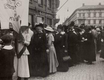 Kvinnlig rösträtt 100 år