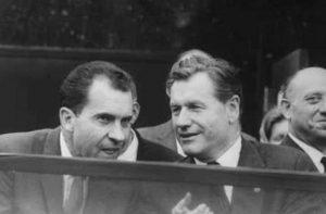 Richard Nixon och Nelson Rockefeller. Bild från youtube.com.