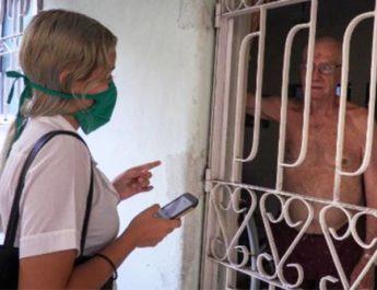 Kuba mot Corona – Läkarkandidater går från dörr till dörr