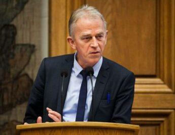 Danmarks tidigare utrikesminister, tillsammans med andra politiker och personer, kräver slut på blockaden mot Kuba