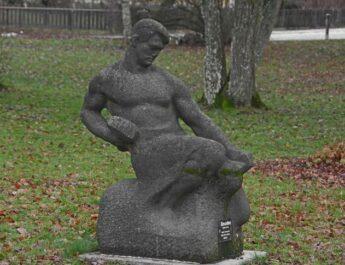 Offentlig konst i Eskilstuna – Smeden av Michail Katz.