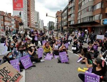 Om den USA-stödda colombianska överklassregimens pågående massakrer