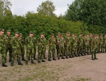 """Soldater som gör Hitler-hälsning och ropar """"Sieg heil"""""""